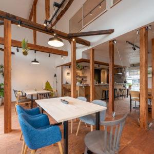 カフェのようなコワーキングスペースから  もっと気軽に、新しい一歩を。